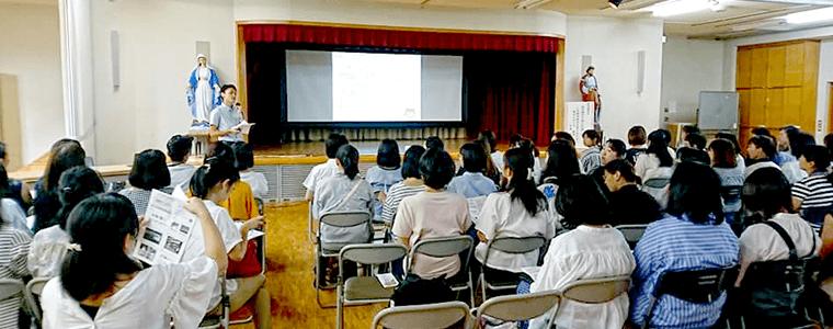 講演会の開催・行政との連携による地域子育て支援